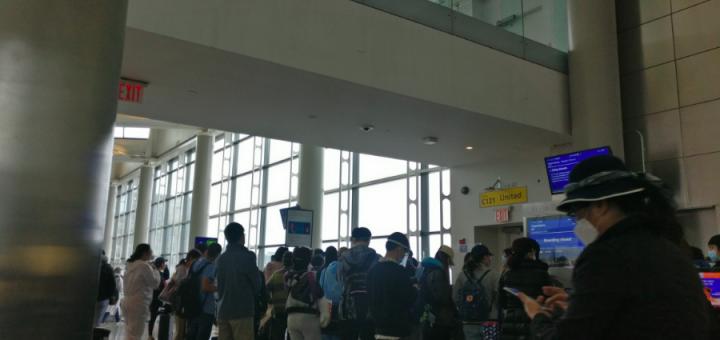 紧急求助!超120名华人留学生滞留美国机场,被美联航拒绝登机