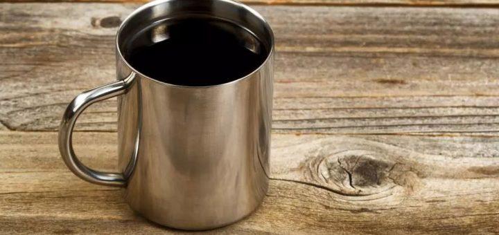 这种杯子不适合用来喝水,赶紧换掉,每个人家里都有......
