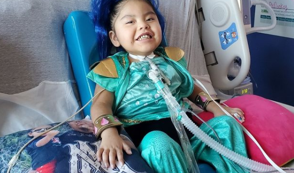 警惕! 4岁女孩突喊背痛 确诊新冠后竟致瘫痪! 父亲也被病毒夺命