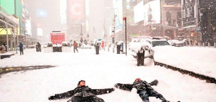 冬季风暴袭美东!多州疫苗中心关闭 航班取消 时报广场变滑雪场