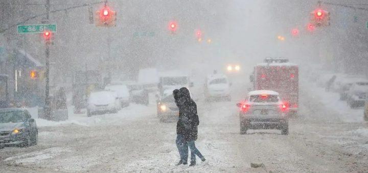 恐怖! 破纪录雪灾席卷北美 疫苗接种被迫中断 民众冒毒扎堆打雪仗!